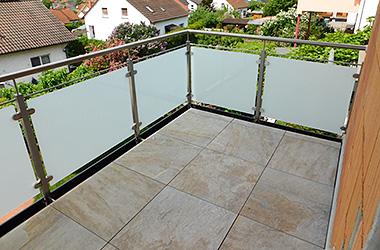 Balkongeländer Metall / Glas